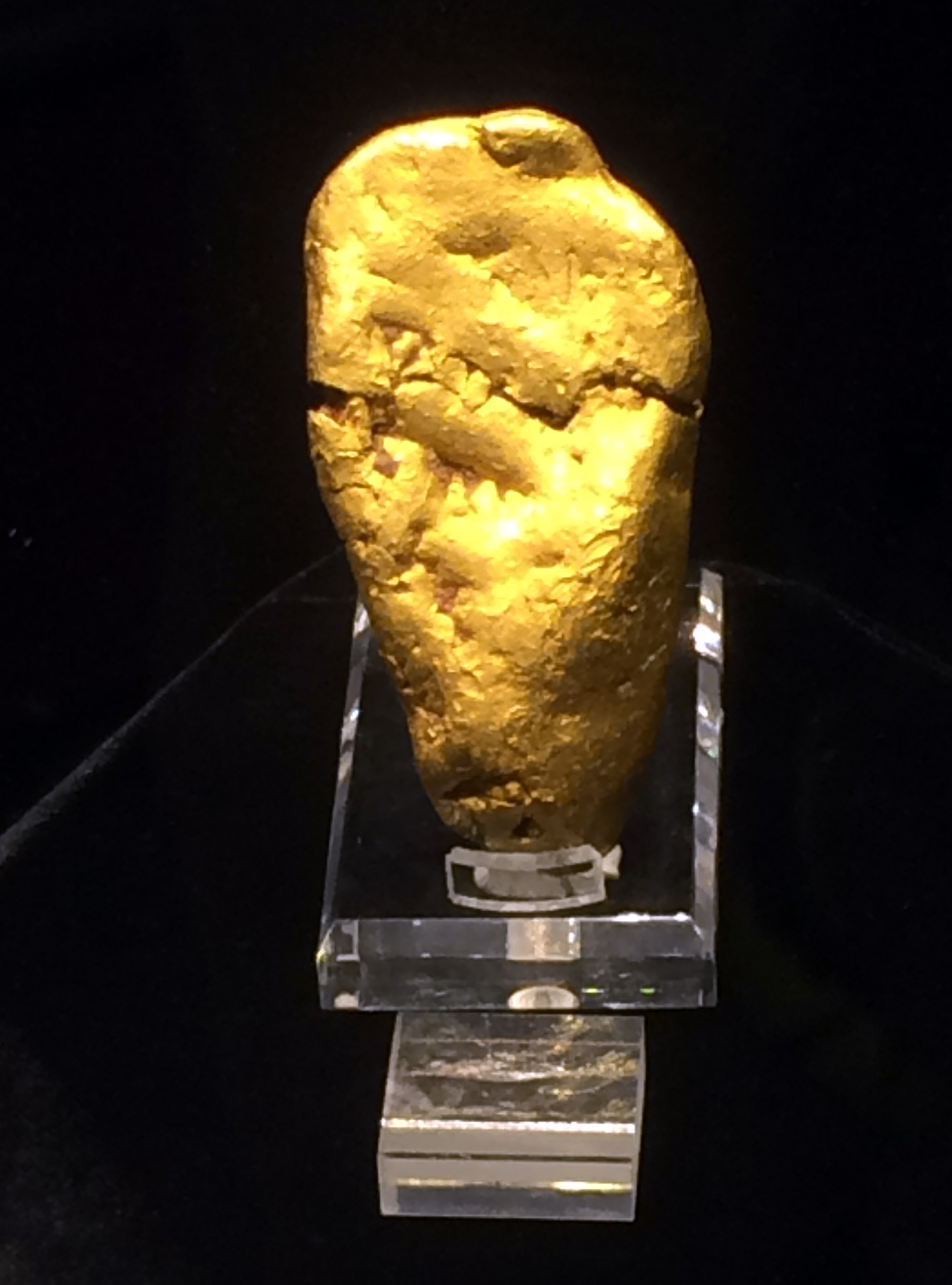Figure 4. The largest gold placer nugget found in France.